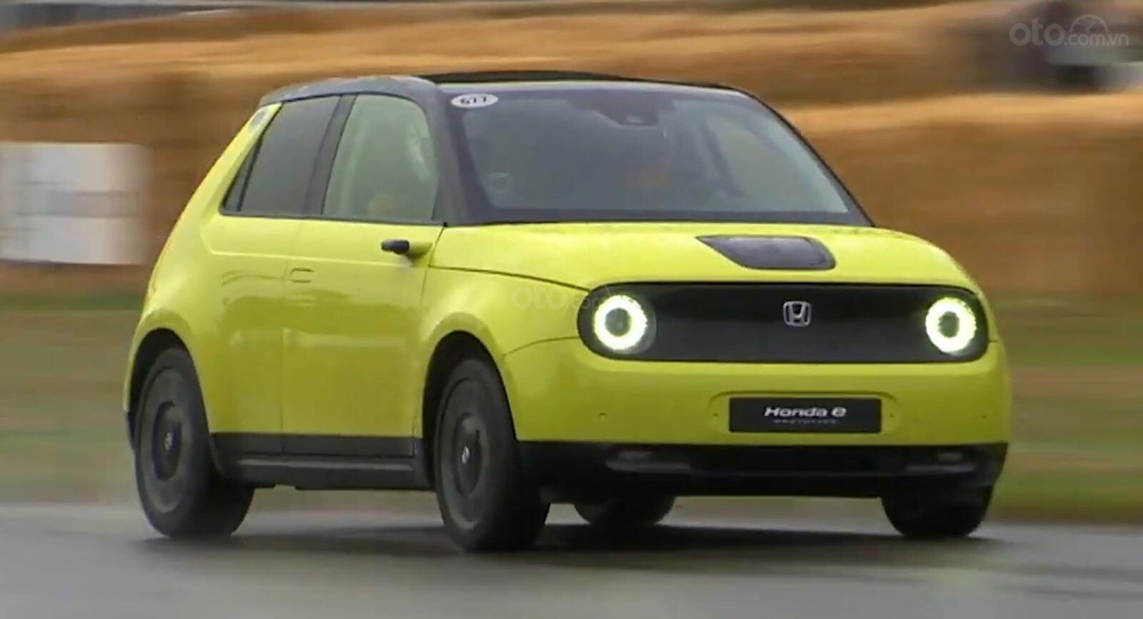 Honda E trang bị màn hình kỹ thuật số siêu dài
