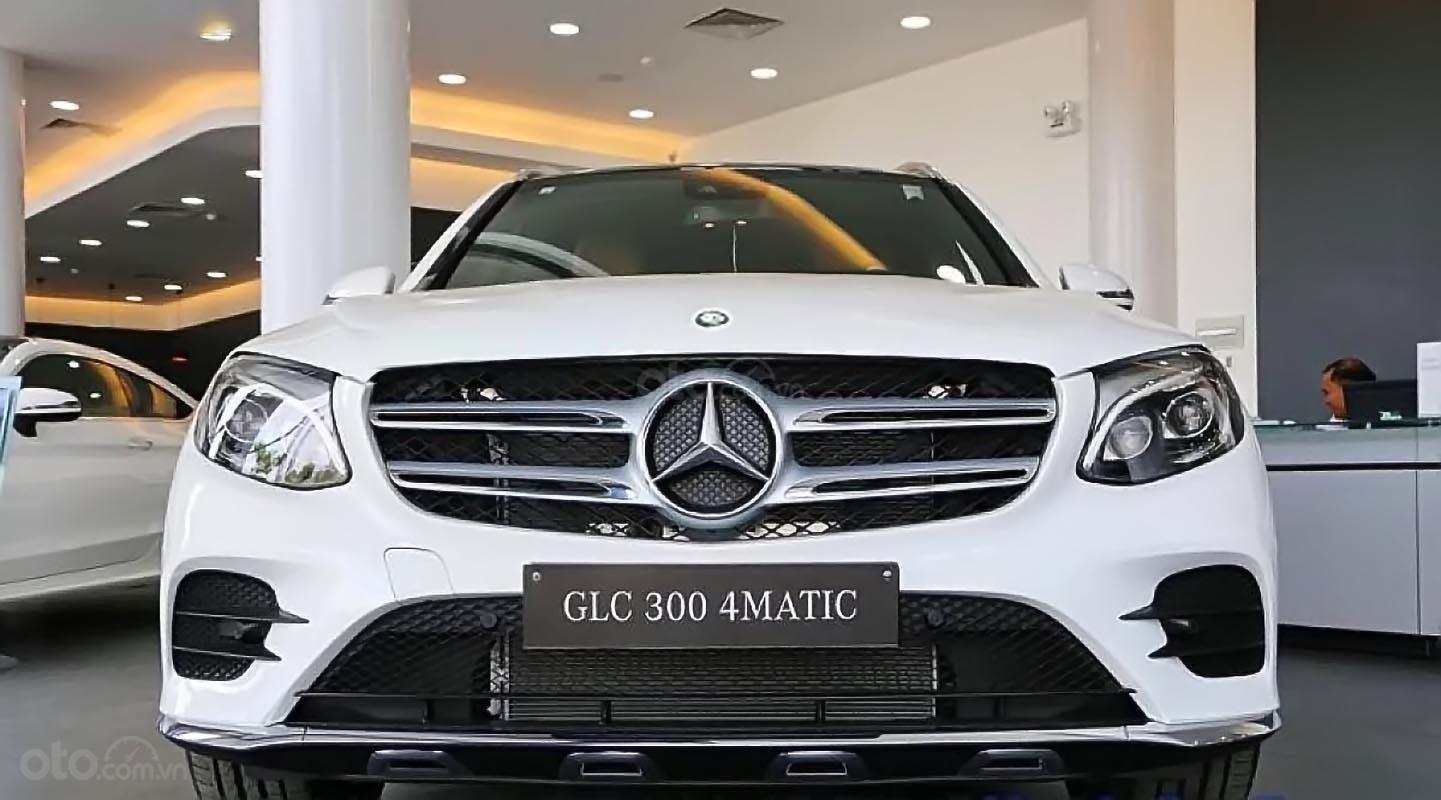 Bán Mercedes GLC 300 4MATIC sản xuất 2019, màu trắng (2)