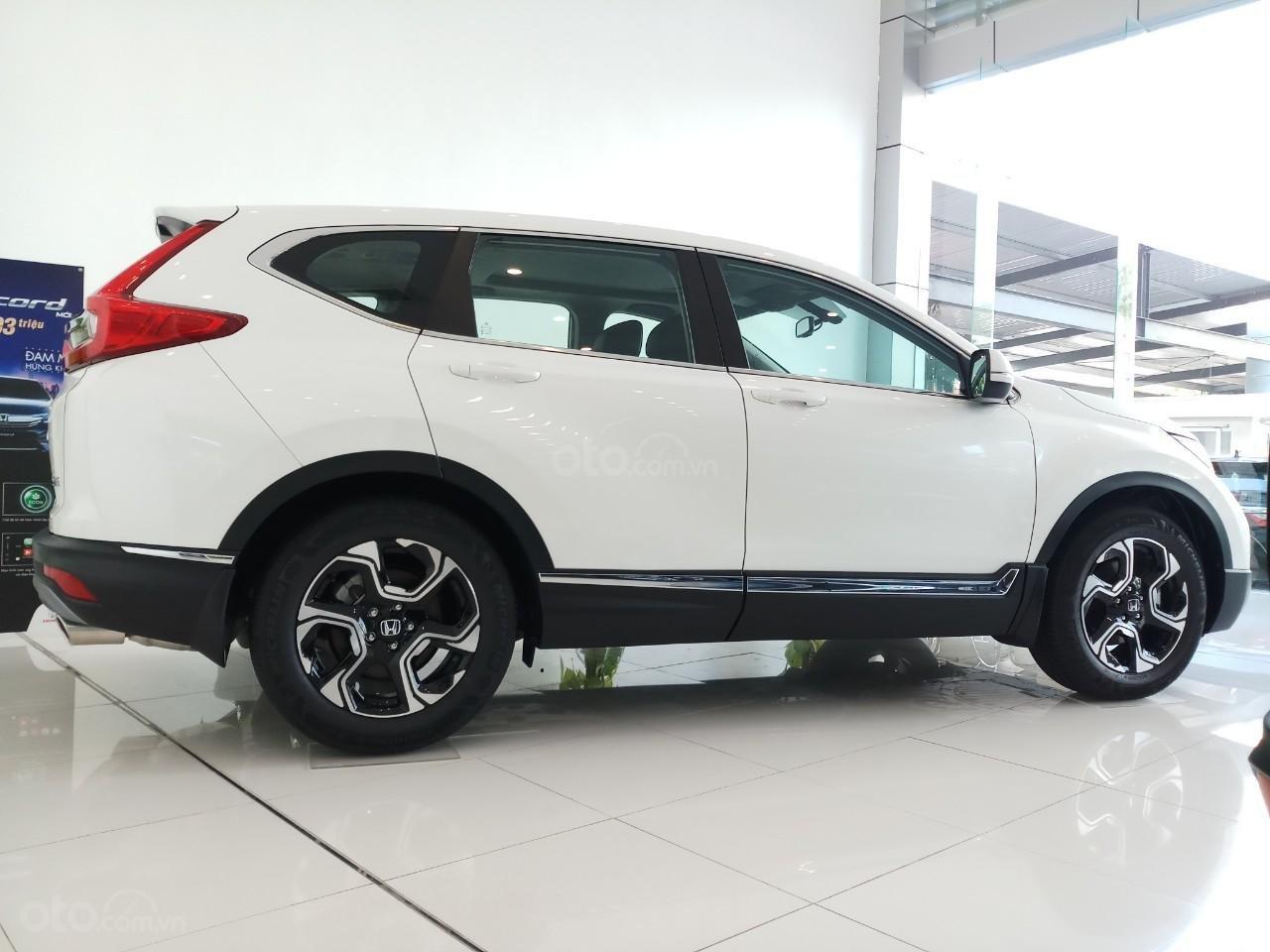 Giao ngay khuyến mại khủng Honda CRV L 2019, màu trắng: Giảm tiền mặt, tặng bảo hiểm và phụ kiện. Lh: 0964099926 (2)