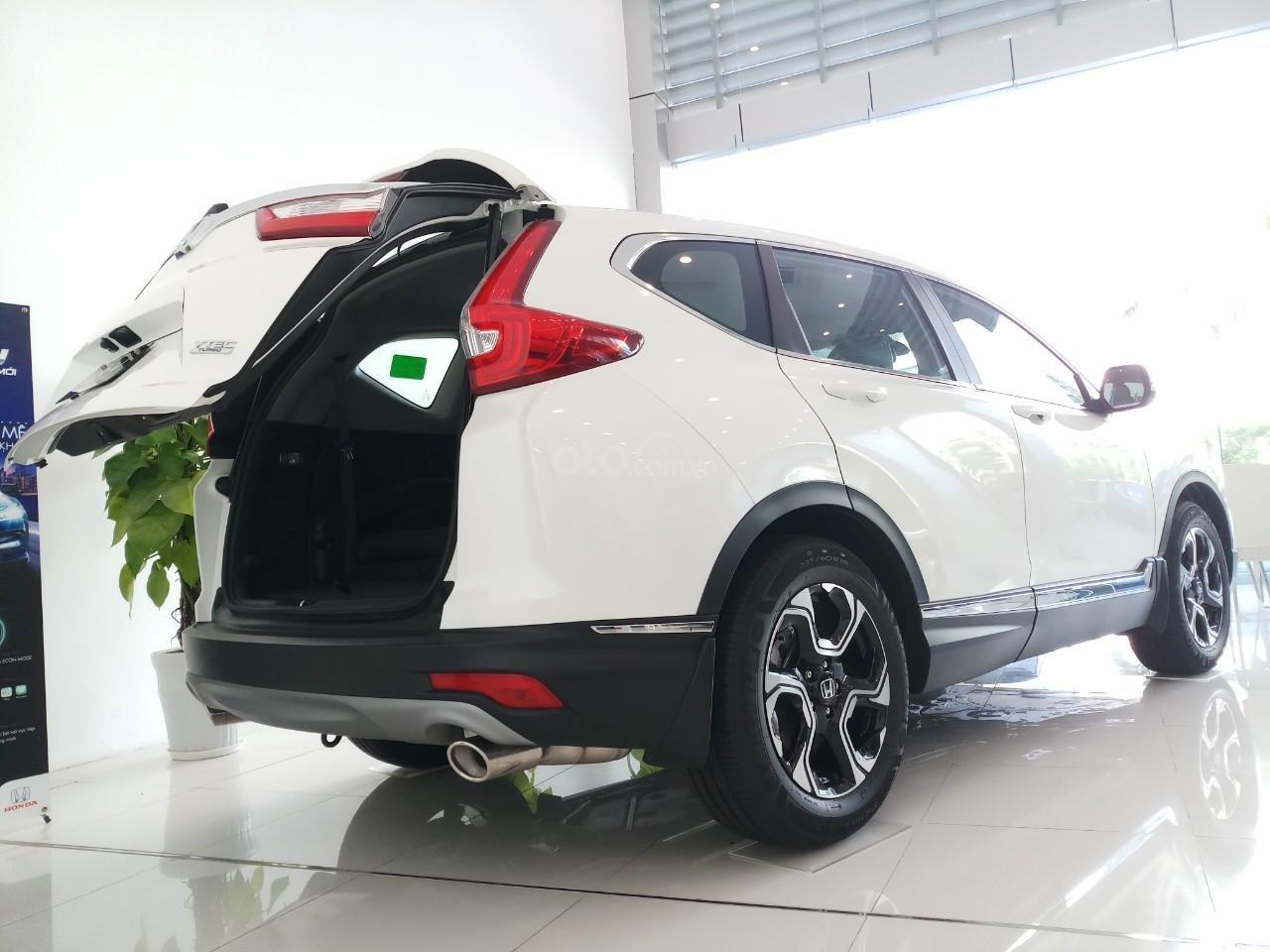 Giao ngay khuyến mại khủng Honda CRV L 2019, màu trắng: Giảm tiền mặt, tặng bảo hiểm và phụ kiện. Lh: 0964099926 (6)