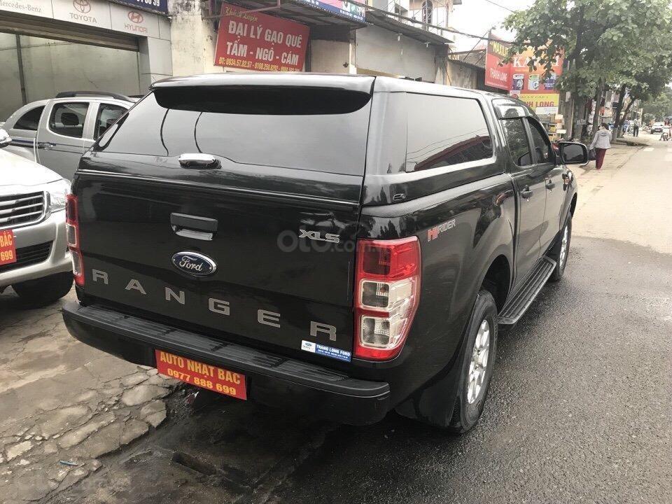 Bán xe Ford Ranger XLS số tự động đời 2016, màu đen, nhập khẩu nguyên chiếc (4)