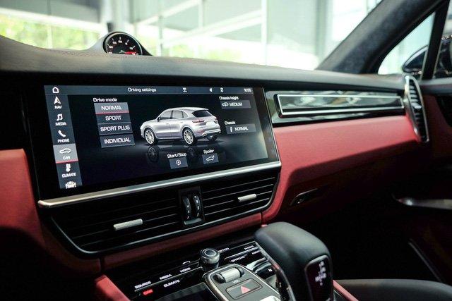 """Porsche Cayenne Turbo thế hệ mới đầu tiên về nước giá 10 tỷ đồng kèm nhiều """"đồ chơi"""" khủng a16"""