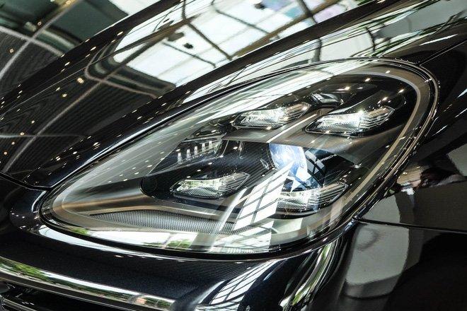 """Porsche Cayenne Turbo thế hệ mới đầu tiên về nước giá 10 tỷ đồng kèm nhiều """"đồ chơi"""" khủng a7"""
