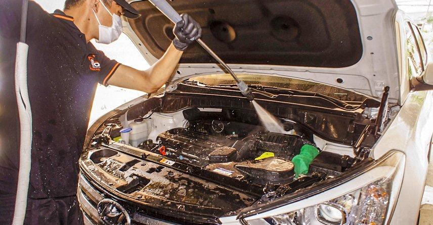 Các cách vệ sinh khoang máy ô tô và lợi ích của mỗi loại 3a