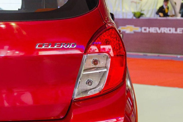 So sánh xe VinFast Fadil 2019 và Suzuki Celerio 2018 về thiết kế đuôi xe - Ảnh 3.