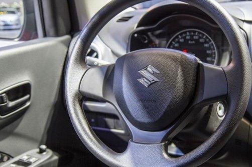 So sánh xe VinFast Fadil 2019 và Suzuki Celerio 2018 về nội thất - Ảnh 3.