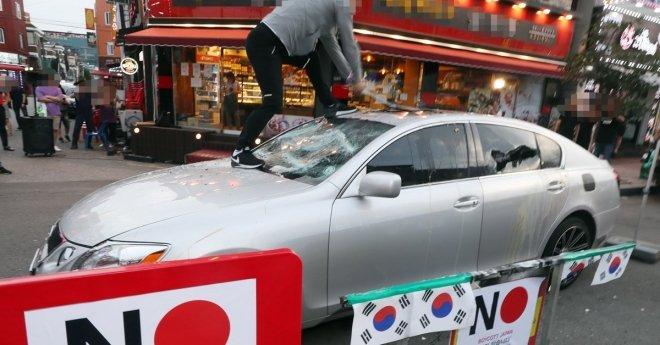 Chiếc Lexus đã được Song Mo sử dụng