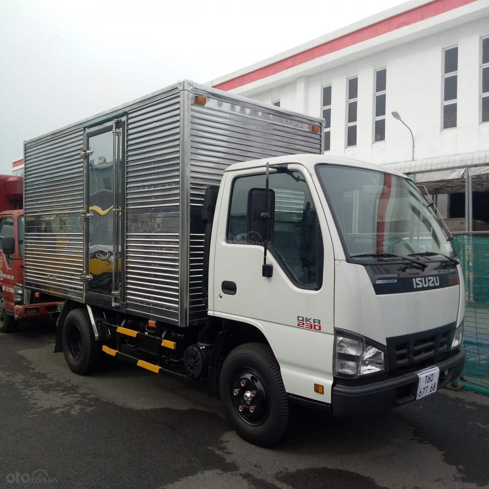 Bán xe tải Isuzu QKR230 2.4 tấn thùng kín inox, mới 2019, hỗ trợ trả góp (2)