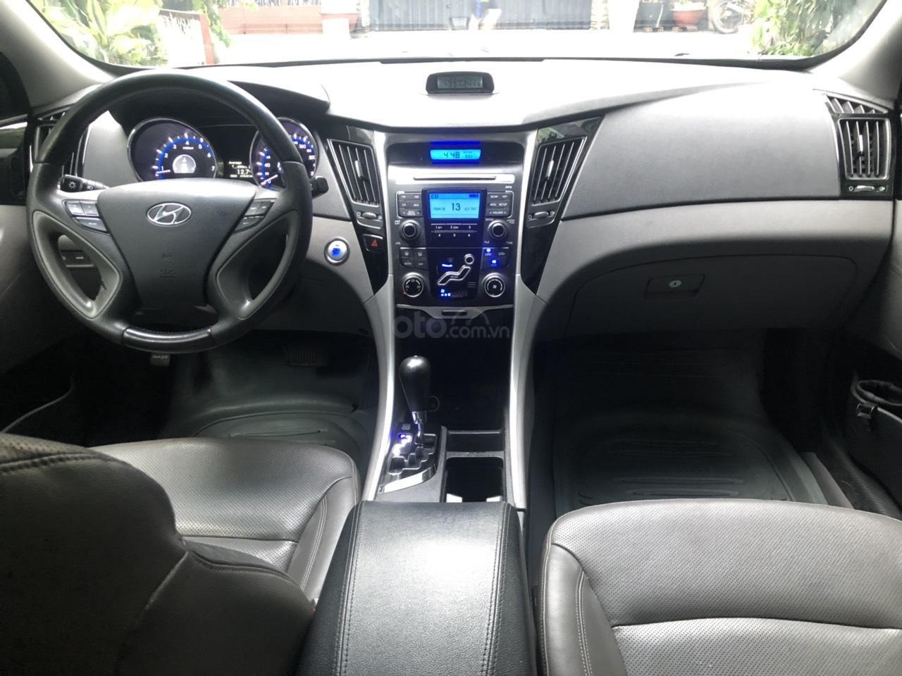 Bán xe Hyundai Sonata 2.0 sản xuất năm 2011, màu xám (ghi), nhập khẩu nguyên chiếc (4)