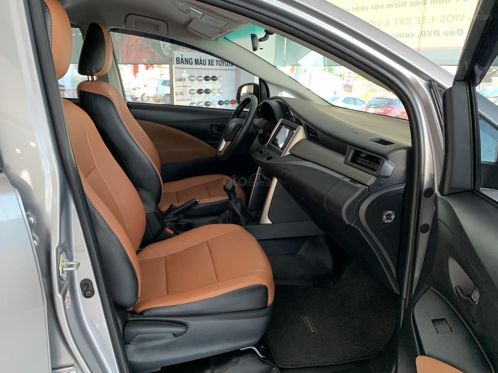 Bán Toyota Innova 2.0E MT 2019, khuyến mãi cực khủng, màu bạc giao ngay. LH: 0943.134.210-4
