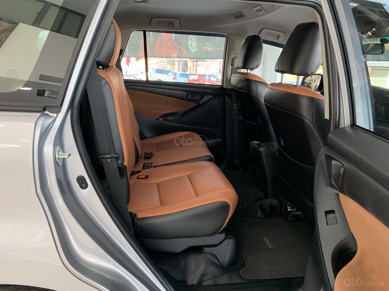 Bán Toyota Innova 2.0E MT 2019, khuyến mãi cực khủng, màu bạc giao ngay. LH: 0943.134.210-5