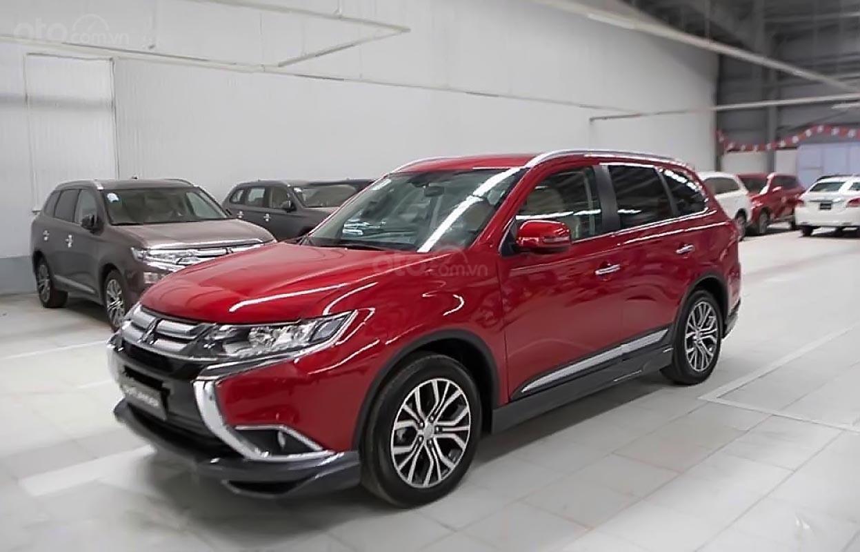 Bán Mitsubishi Outlander đời 2018, màu đỏ, giá chỉ 908 triệu (2)