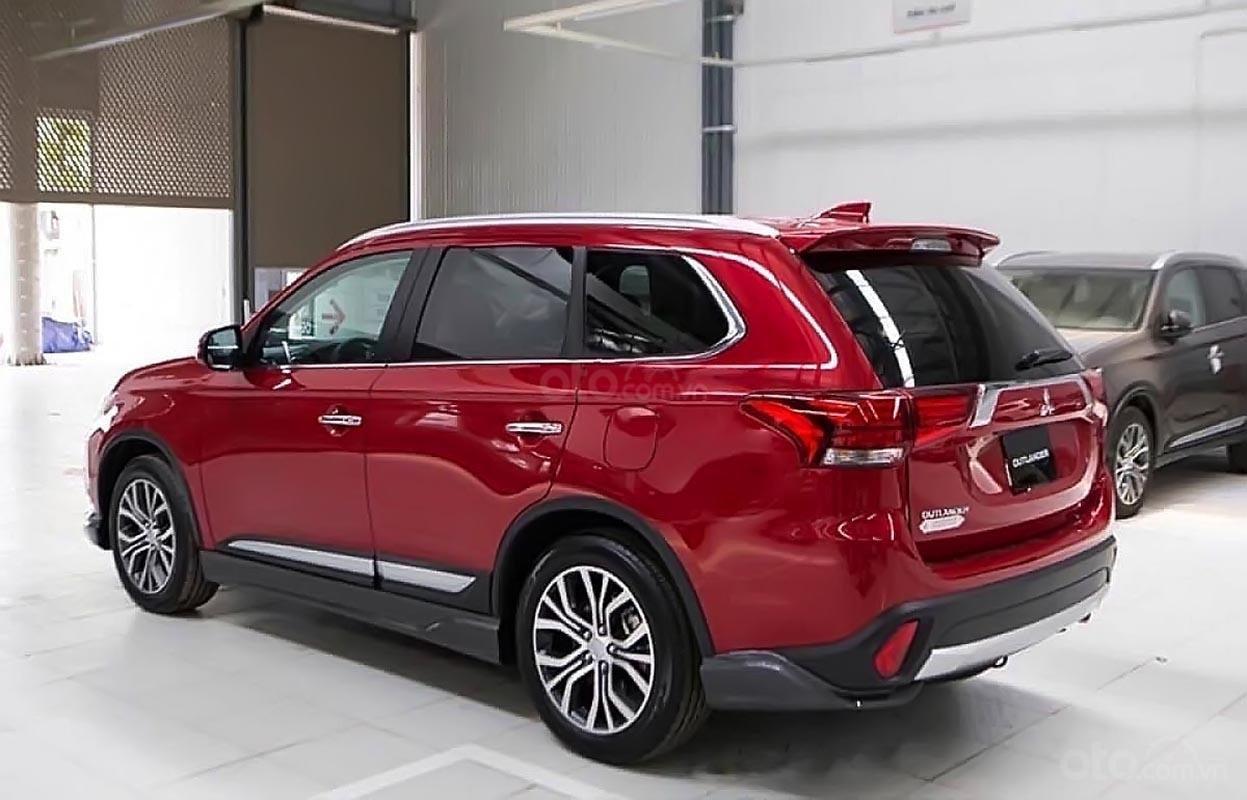 Bán Mitsubishi Outlander đời 2018, màu đỏ, giá chỉ 908 triệu (1)