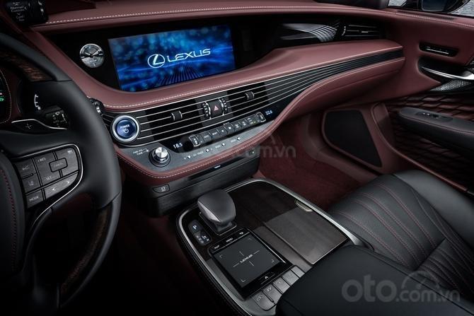 Lexus LS 500 Executive tăng cường trang bị