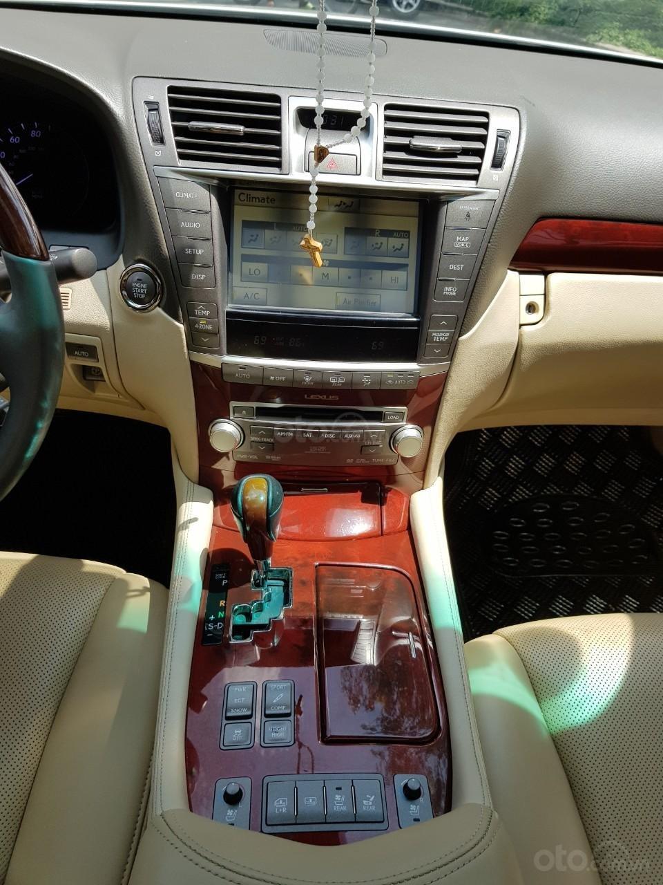 Bán xe Lexus LS460L sản xuất 2010 màu trắng, 5 ghế có matxa, rada, nâng hạ gầm-3