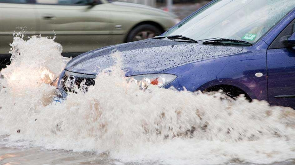 10 điều nên tuân thủ khi ô tô bị ngập nước - Xe chết trôi không đủ mồ hôi để sửa