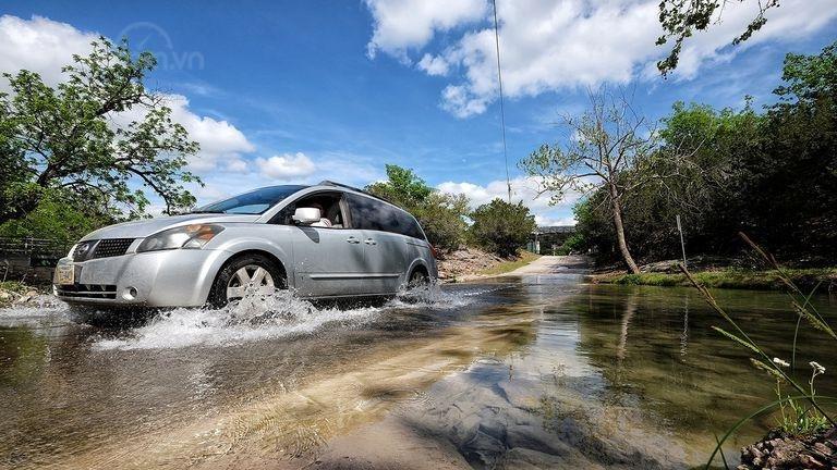 10 điều nên tuân thủ khi ô tô bị ngập nước