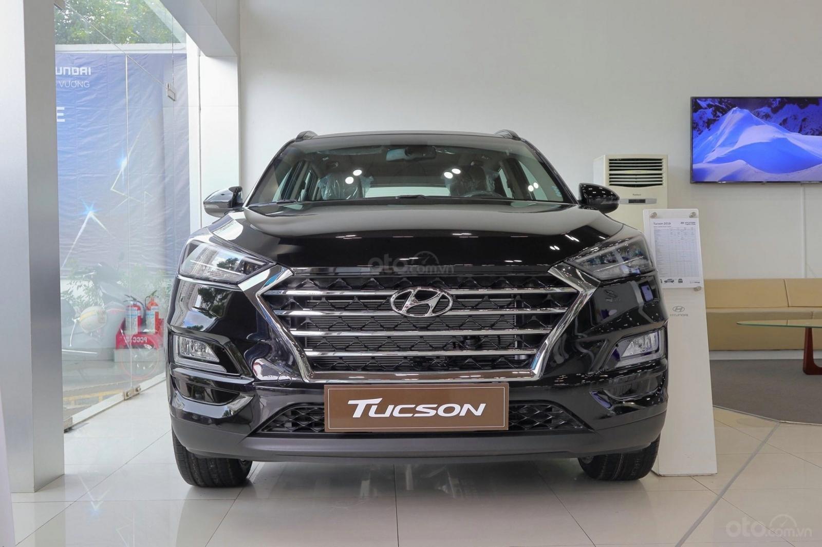 Bán Tucson 2019 giá tốt, xe sẵn giao ngay, khuyến mãi quà tặng giá trị-0