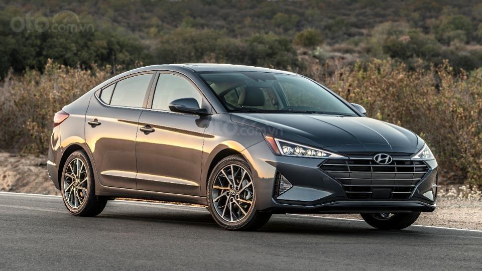 Những mẫu xe an toàn giá rẻ nhất tại Mỹ - Hyundai Elantra