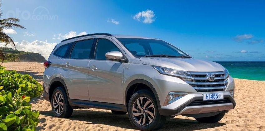 Suzuki Ertiga 2019 gặp những đối thủ nào - Toyota Rush cản địa