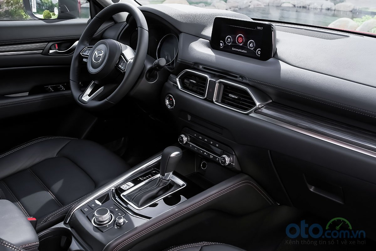 Đánh giá xe Mazda CX-5 2019: Khoang lái cũng không hề thay đổi về thiết kế tổng thể.