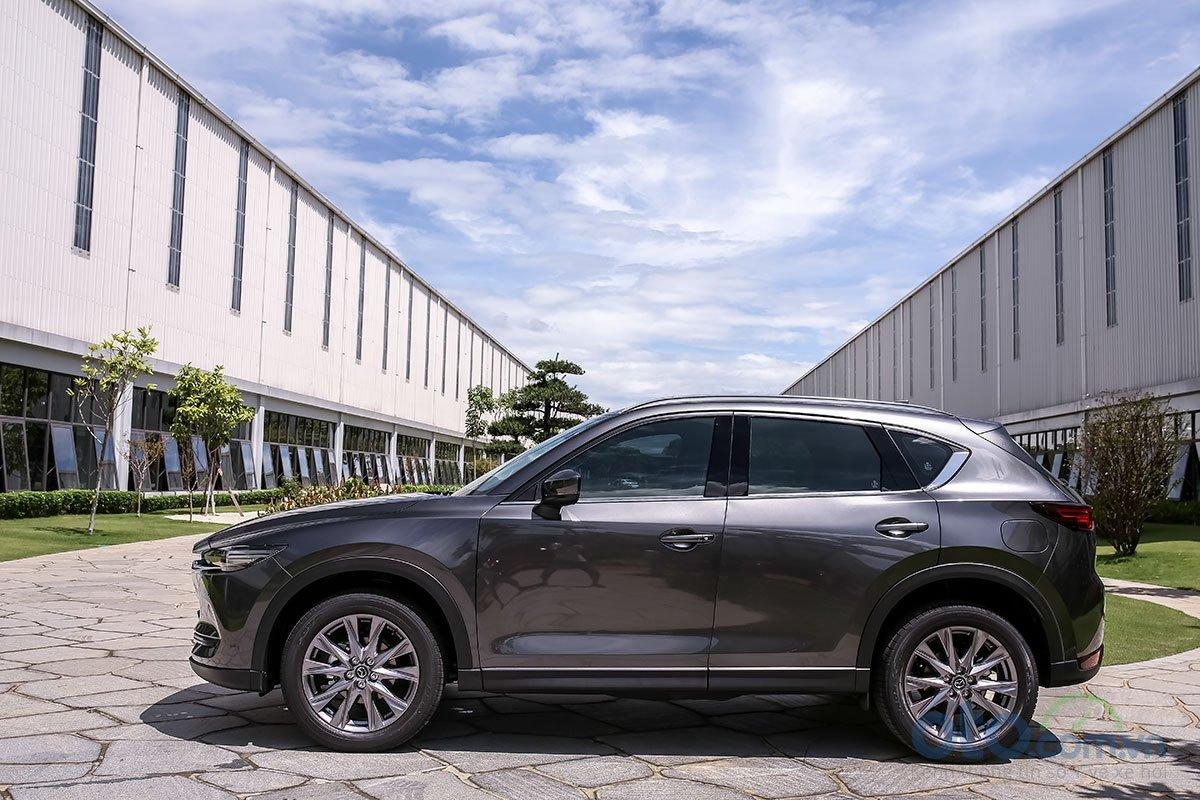 Đánh giá xe Mazda CX-5 2019: Điểm nhận ra dễ dàng ở thân xe là bộ la-zăng mới thừa hưởng từ CX-8.