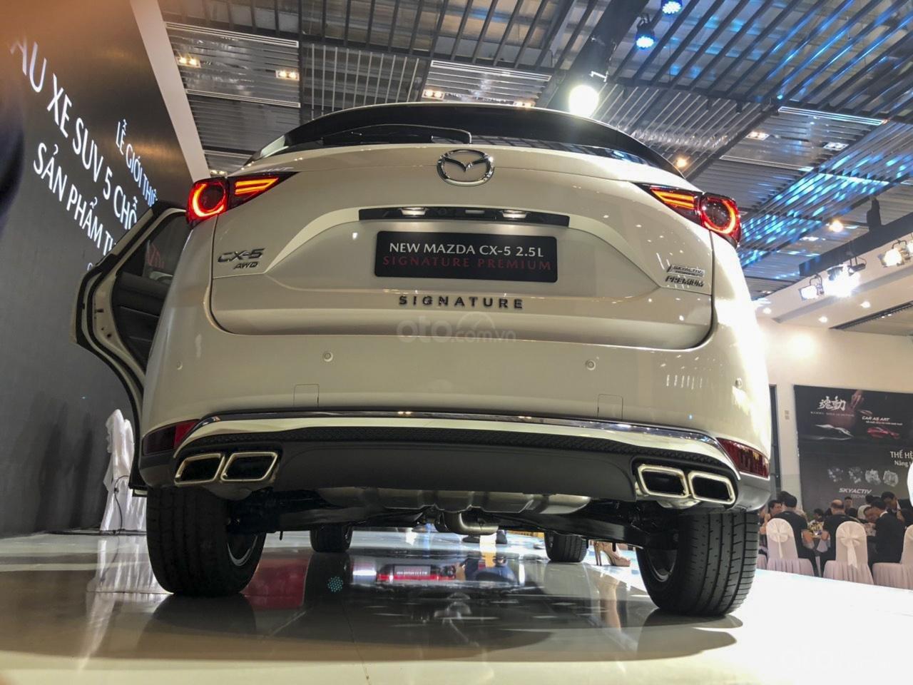 Đánh giá xe Mazda CX-5 2019: Các chi tiết crôm được lạm dụng khá nhiều.