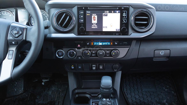 Đánh giá xe Toyota Tacoma TRD Pro 2019 về hệ thống thông tin giải trí
