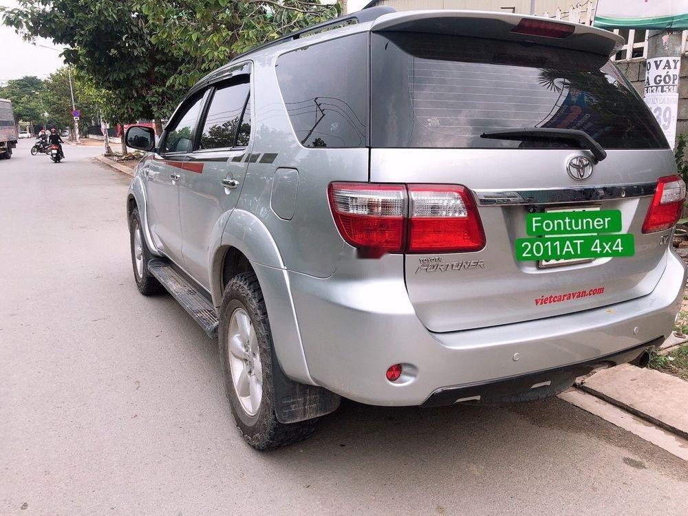 Bán Toyota Fortuner 2011, màu bạc, chính chủ-0