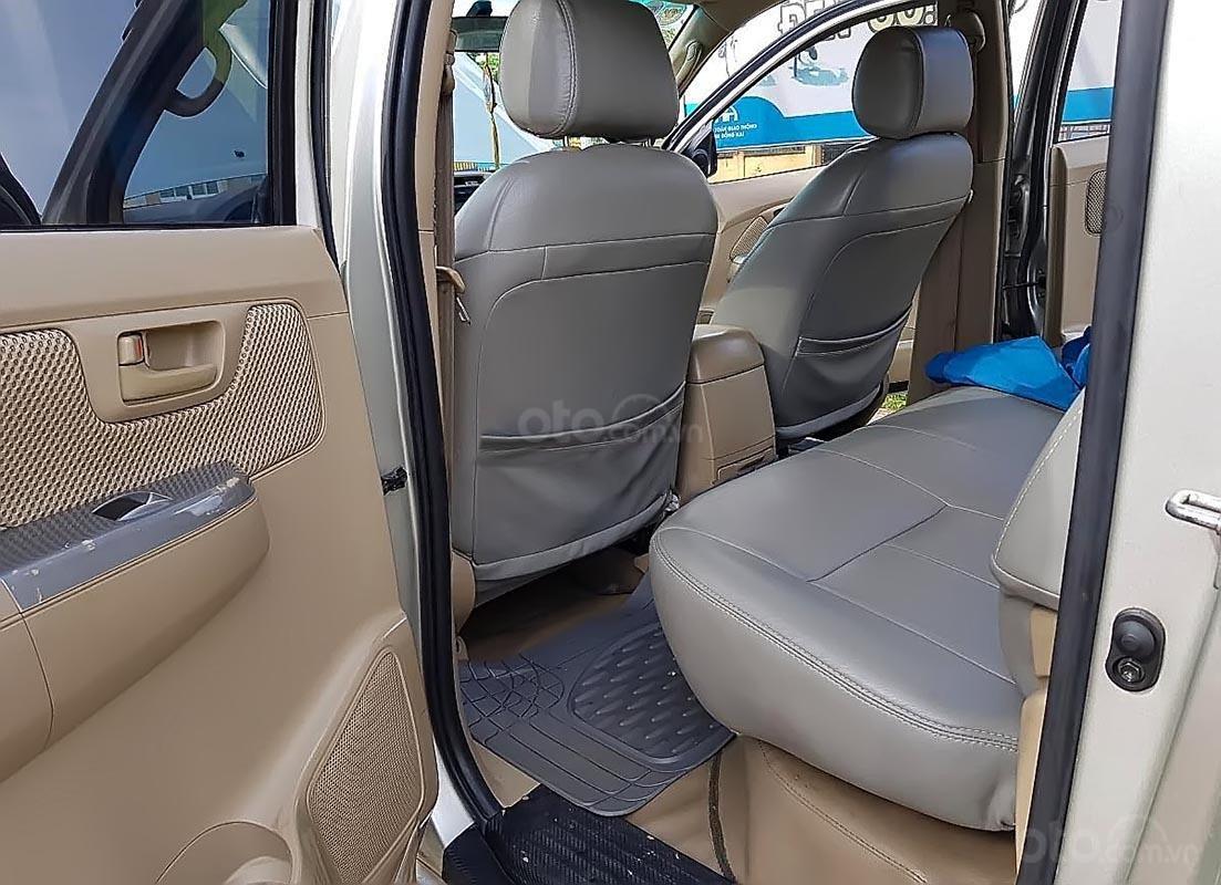 Bán Toyota Hilux 3.0G 4x4 MT 2010, màu bạc, xe nhập (2)