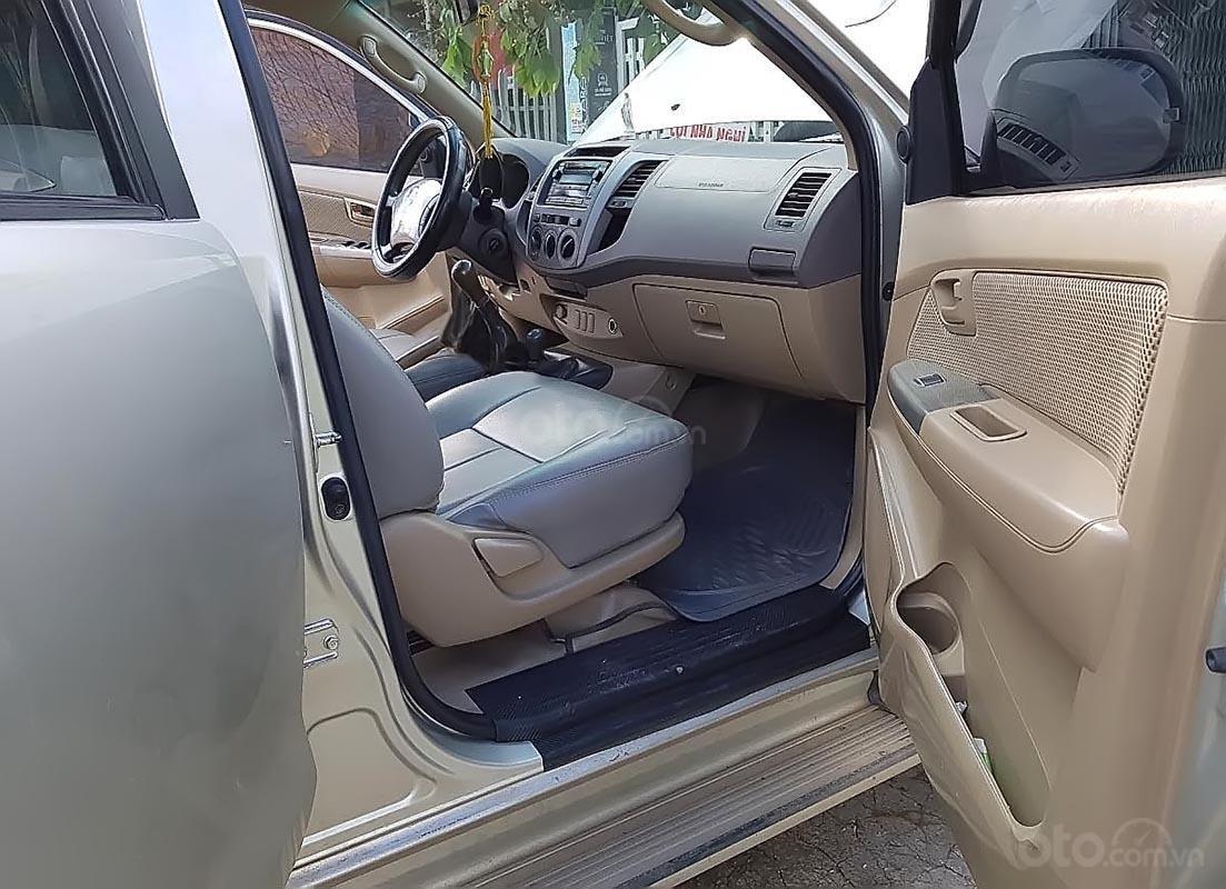 Bán Toyota Hilux 3.0G 4x4 MT 2010, màu bạc, xe nhập (4)