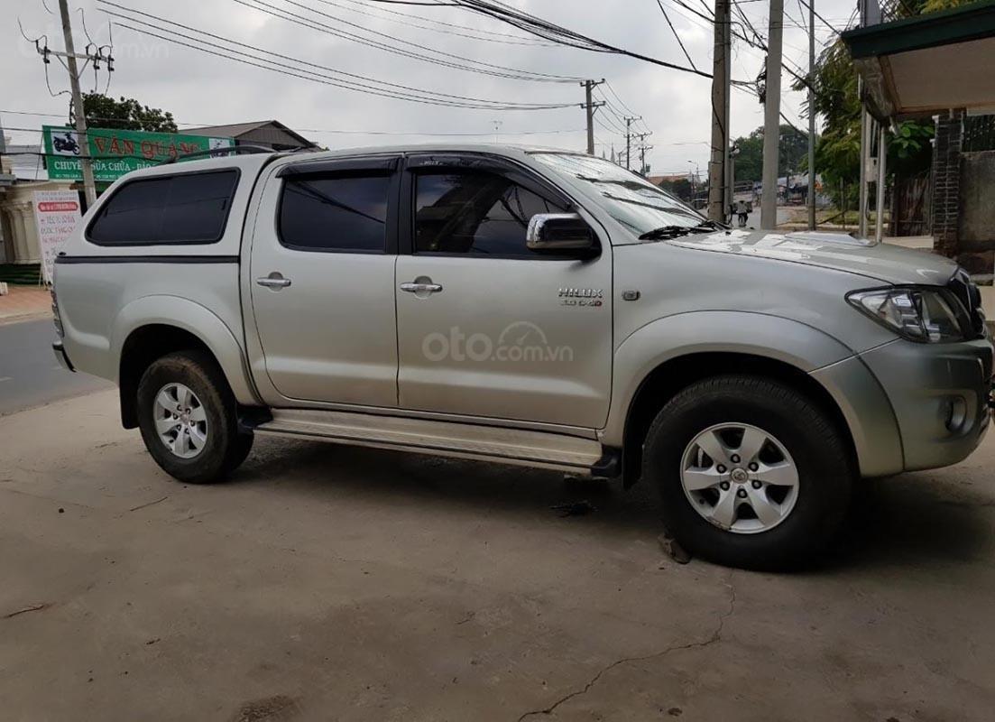 Bán Toyota Hilux 3.0G 4x4 MT 2010, màu bạc, xe nhập (3)