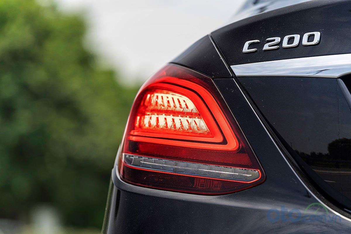 Đánh giá xe Mercedes-Benz C200 Exclusive 2019: Cụm đèn hậu hình chữ C mới 1.