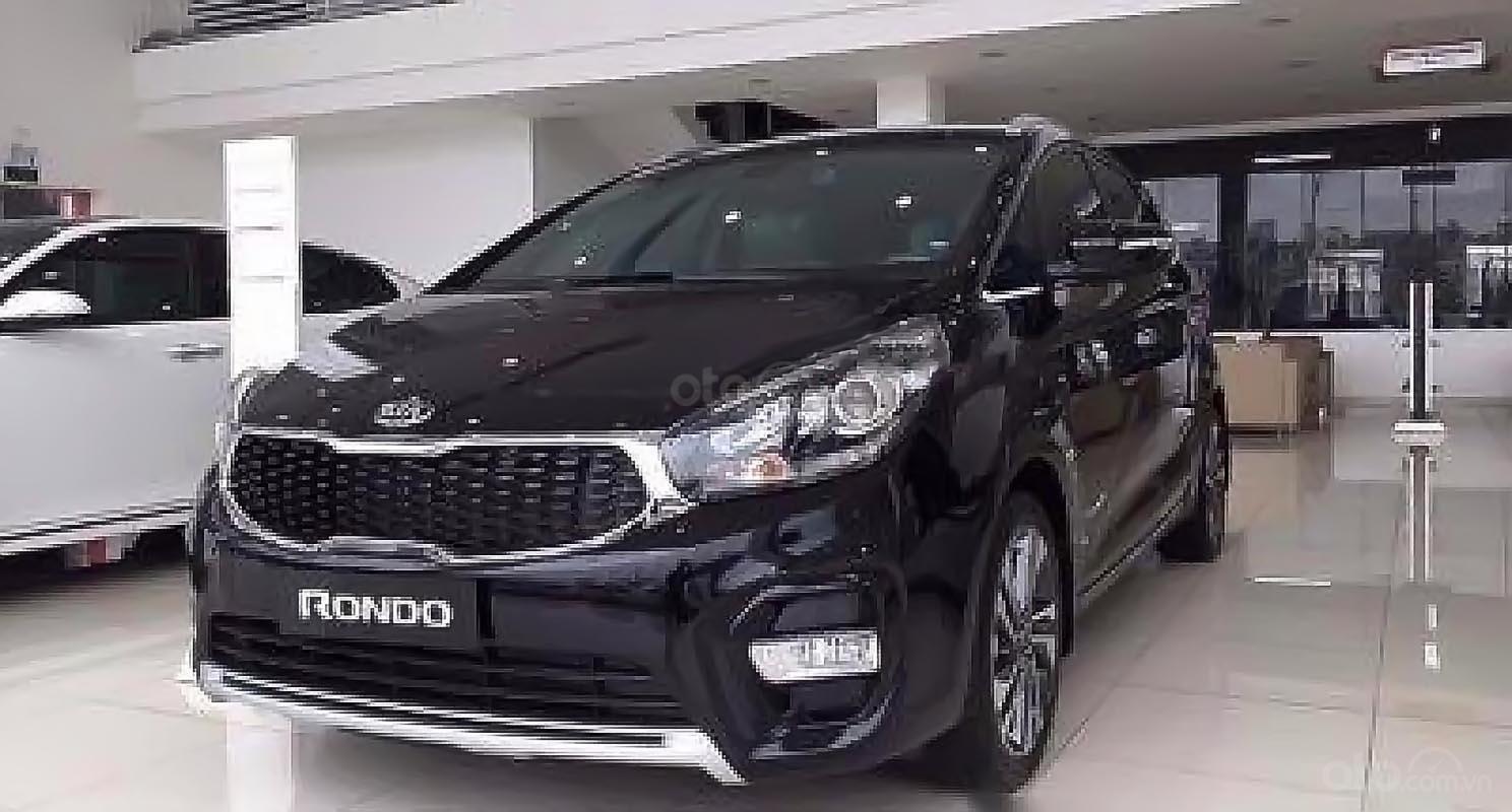 Cần bán xe Kia Rondo đời 2019, màu đen, mới 100% (1)
