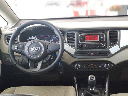 Trang bị tiện ích đủ dùng trên Kia Rondo 2019 bản số sàn giá rẻ..