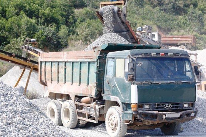 Xe tải hết niên hạn sử dụng nhưng vẫn tham gia giao thông sẽ bị phạt từ 4 - 6 triệu đồng.