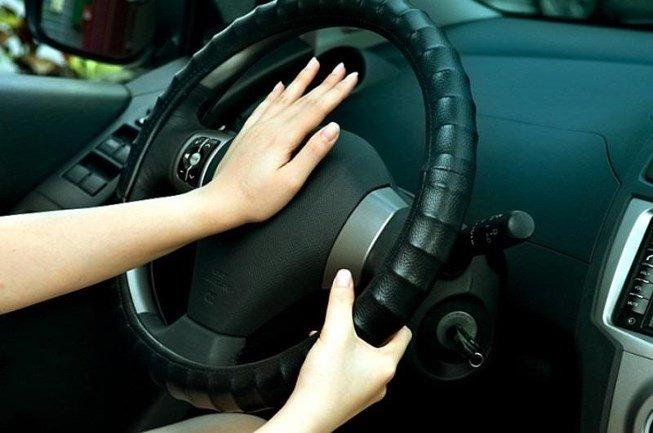 Dạy trẻ kỹ năng tự thoát hiểm khi bị bỏ quên trên ô tô a2