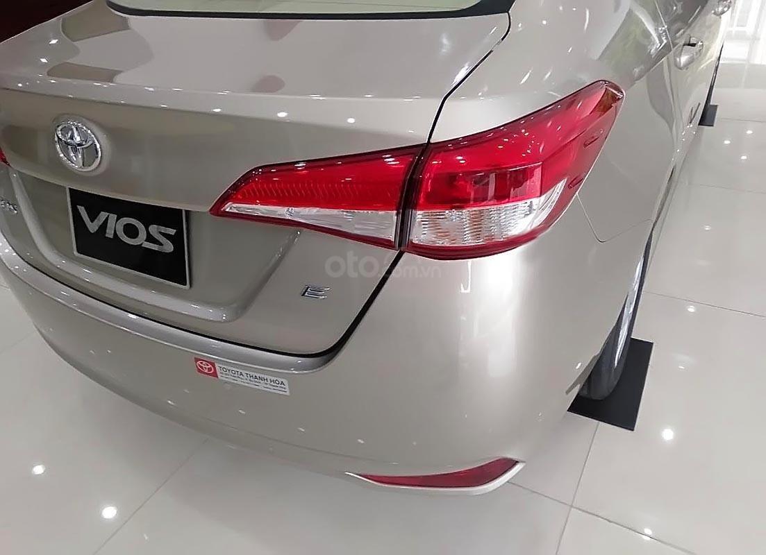 Bán xe Toyota Vios 1.5E CVT sản xuất 2018, màu bạc (2)