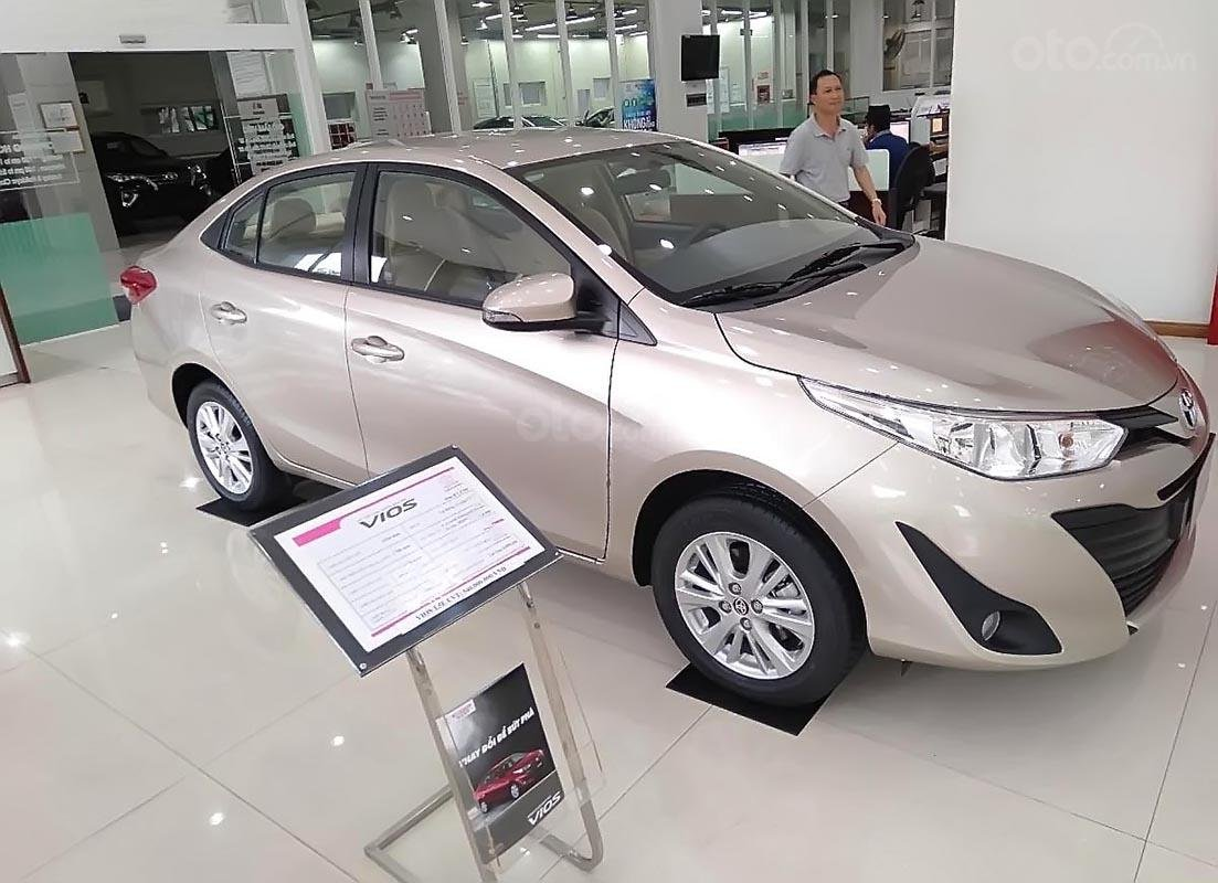 Bán xe Toyota Vios 1.5E CVT sản xuất 2018, màu bạc (1)