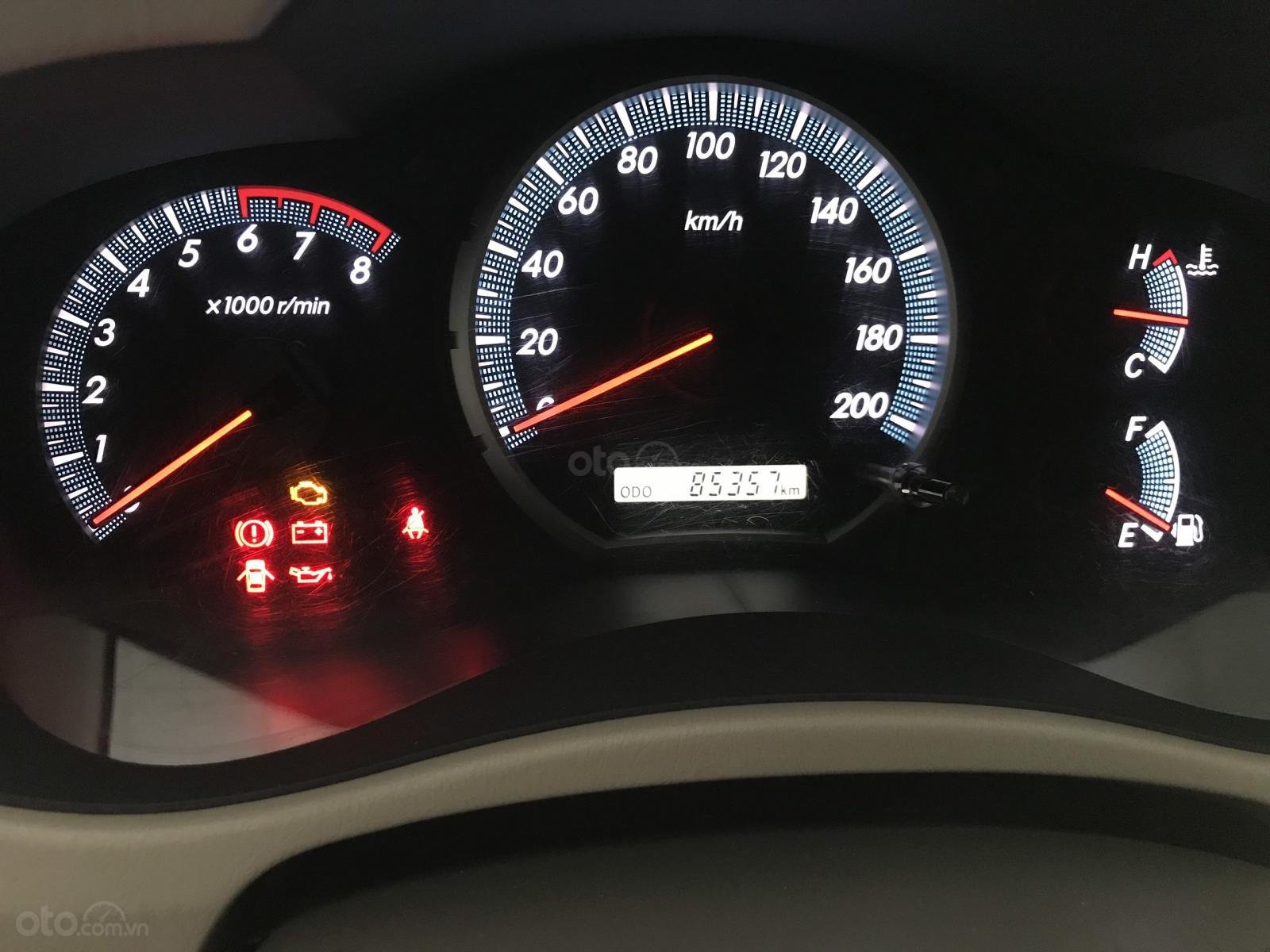 Bán Toyota Innova 2.0E màu bạc số sàn sản xuất 2016, biển Sài Gòn, xe đẹp (1)