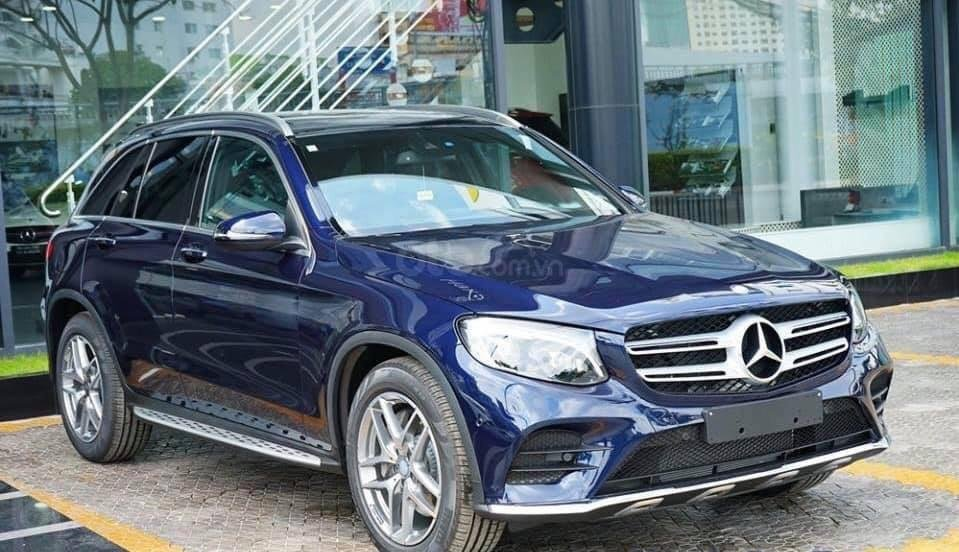 Giá Mercedes GLC 300 4Matic 2019, tặng 50% phí trước bạ (1)