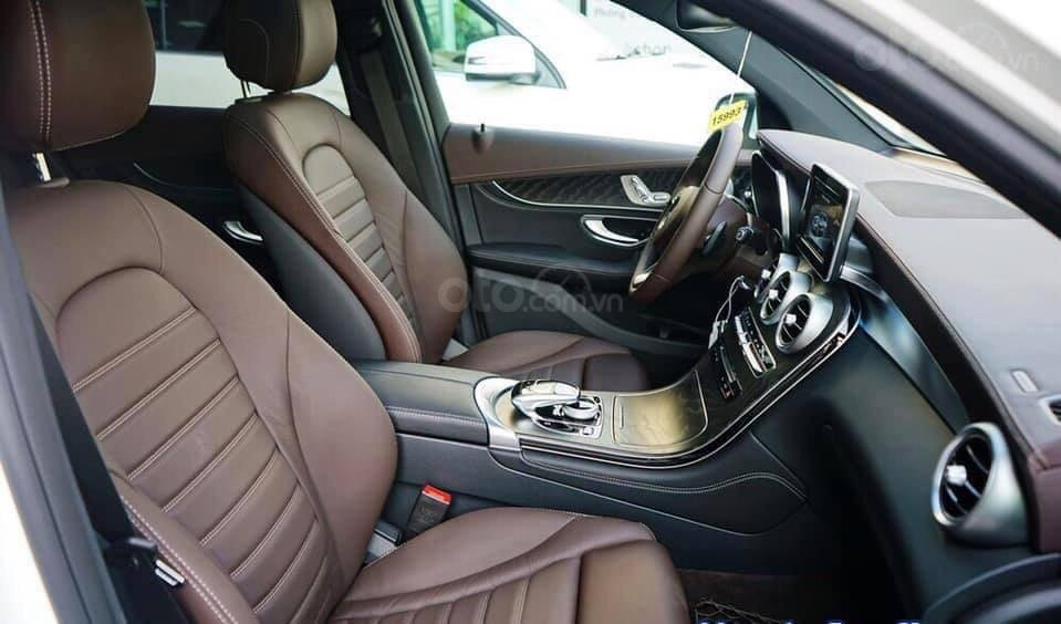 Giá Mercedes GLC 300 4Matic 2019, tặng 50% phí trước bạ (3)