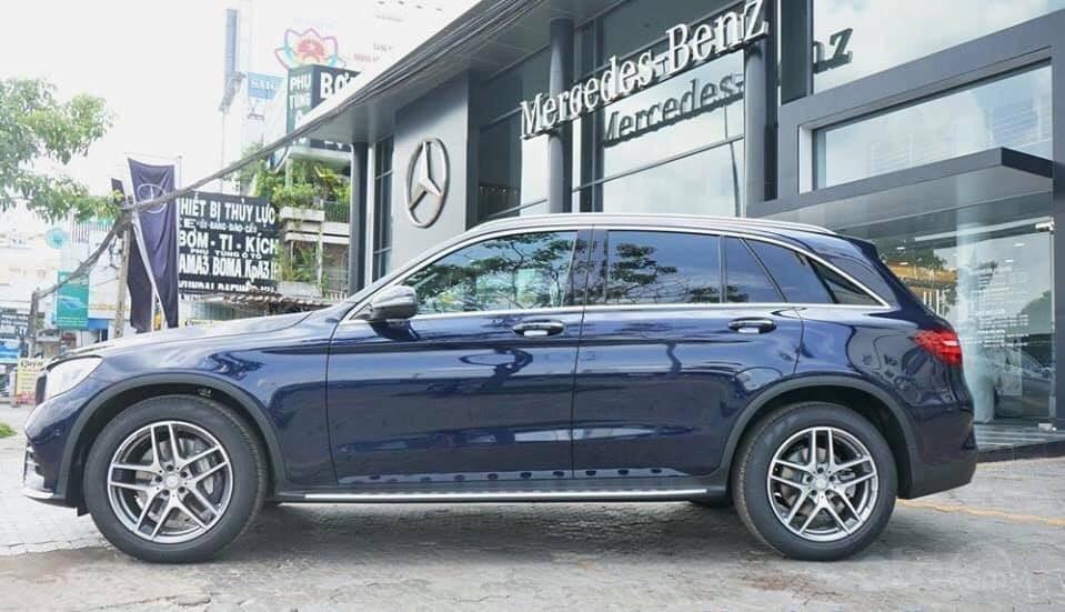 Giá Mercedes GLC 300 4Matic 2019, tặng 50% phí trước bạ (4)