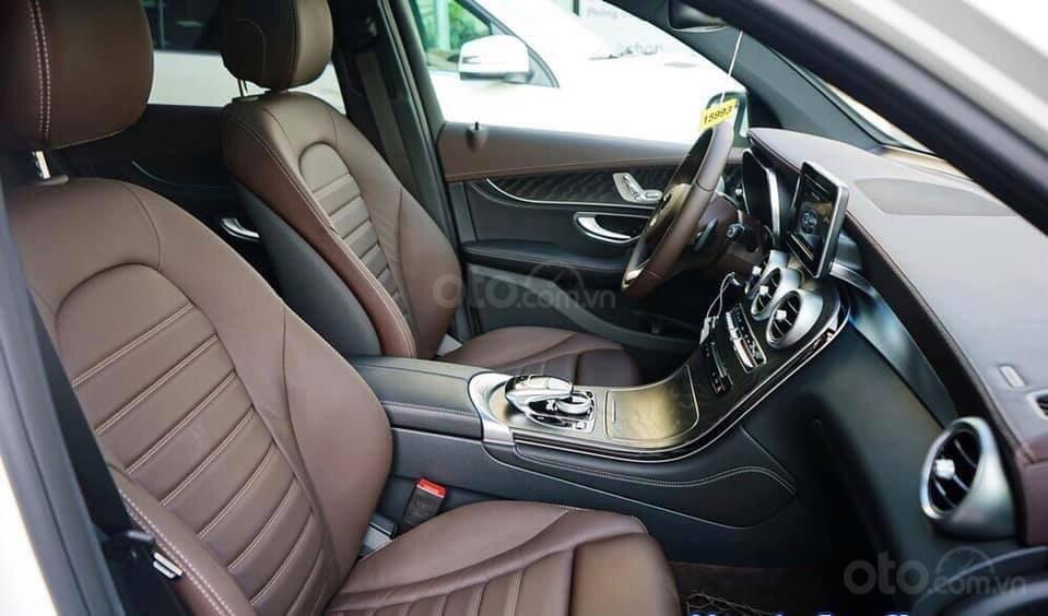 Giá Mercedes GLC 300 4Matic 2019, tặng 50% phí trước bạ (8)