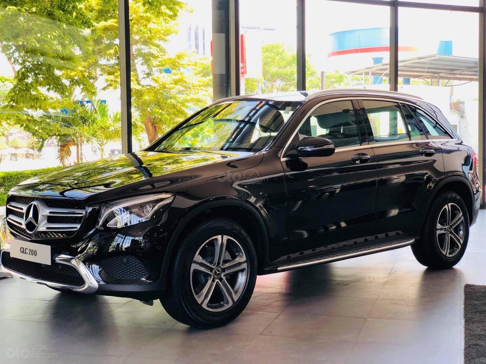 Giá xe Mercedes GLC 200 2019 khuyến mãi, thông số, giá lăn bánh 12/2019 tặng 50% phí trước bạ (1)