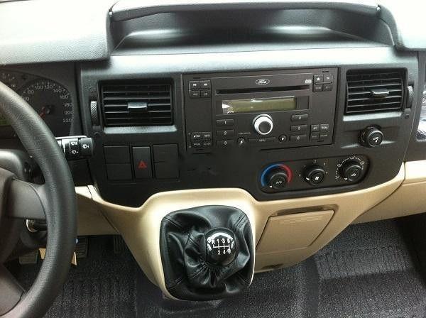 Bán Ford Transit 2019, màu bạc, giao xe nhanh (4)