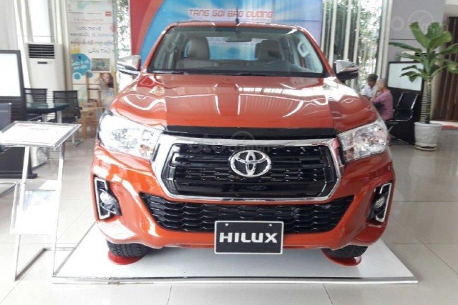 Toyota Hilux 2.4 AT 2019 giảm giá cực sốc, nhiều khuyến mãi và quà tặng hấp dẫn, cơ hội vàng mua xe ngay tháng 8-0