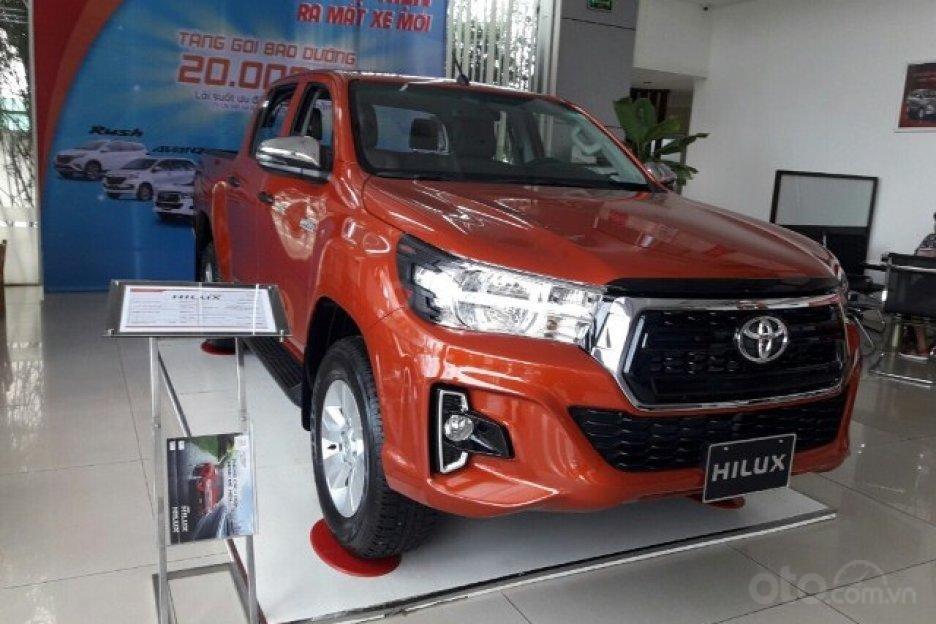 Toyota Hilux 2.4 AT 2019 giảm giá cực sốc, nhiều khuyến mãi và quà tặng hấp dẫn, cơ hội vàng mua xe ngay tháng 8-1