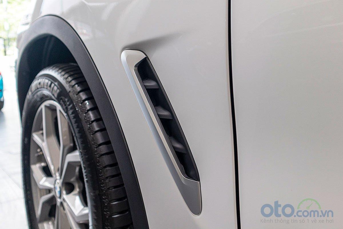 Đánh giá xe BMW X3 2019: Khe gió dạng mang cá.
