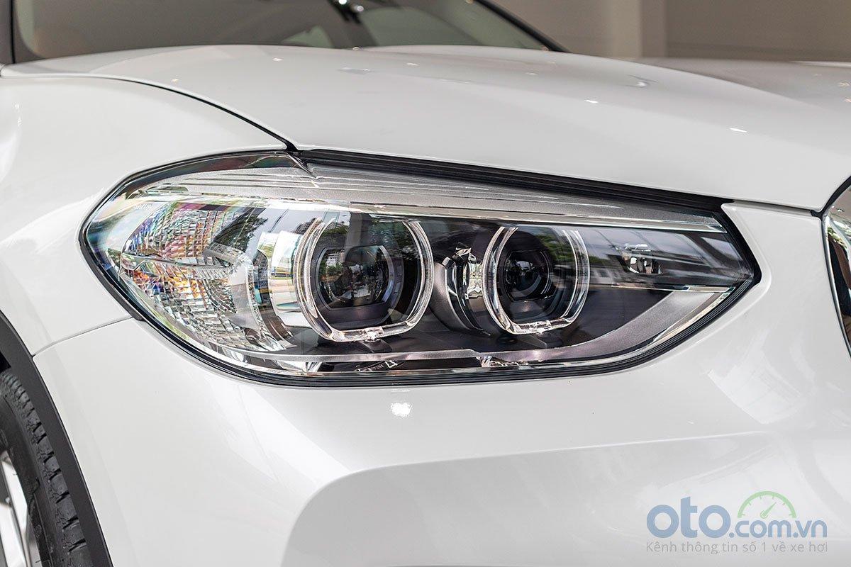 Đánh giá xe BMW X3 2019: Đèn pha với 2 bóng Projector đặc trưng của BMW.